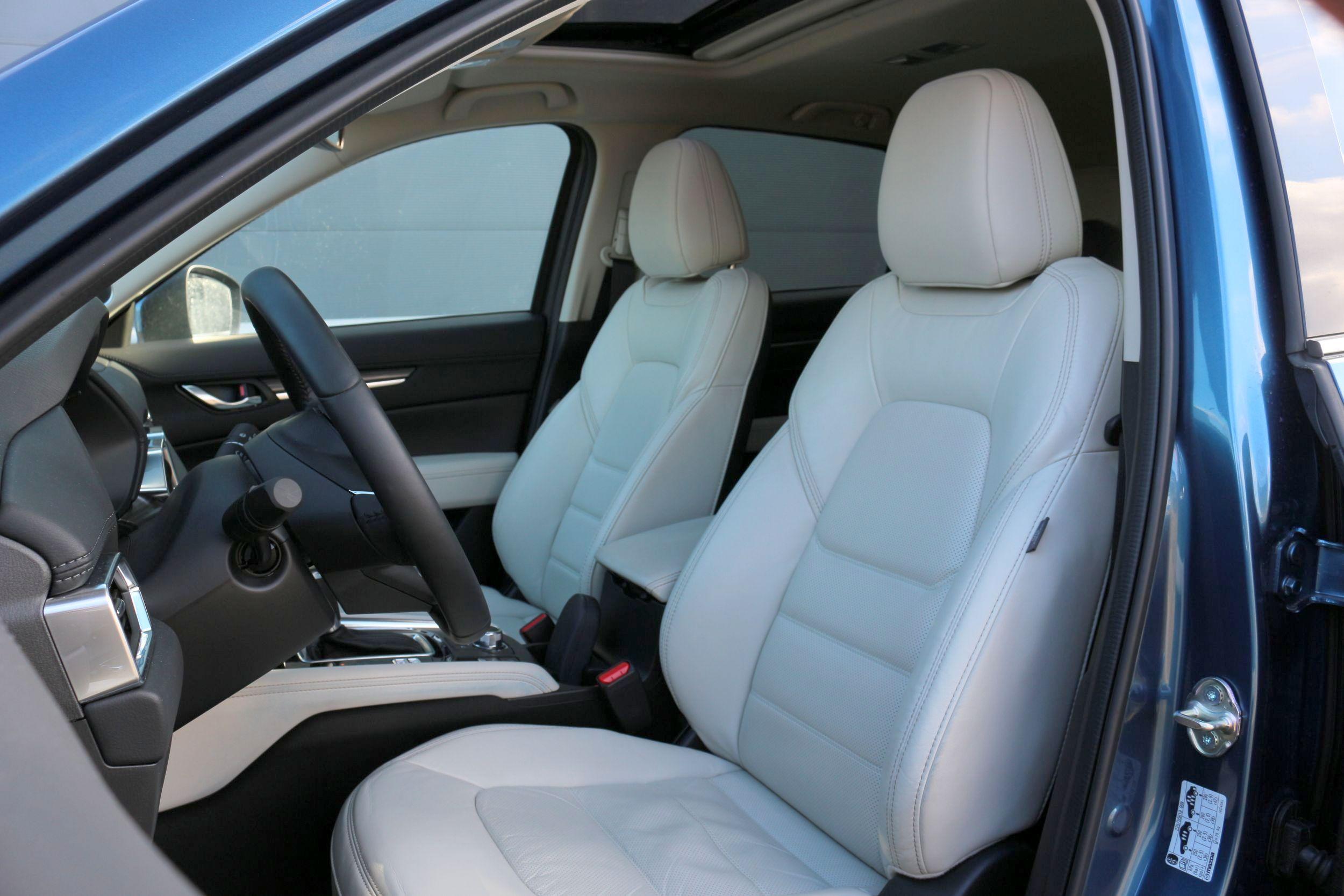 Mazda CX-5 belső