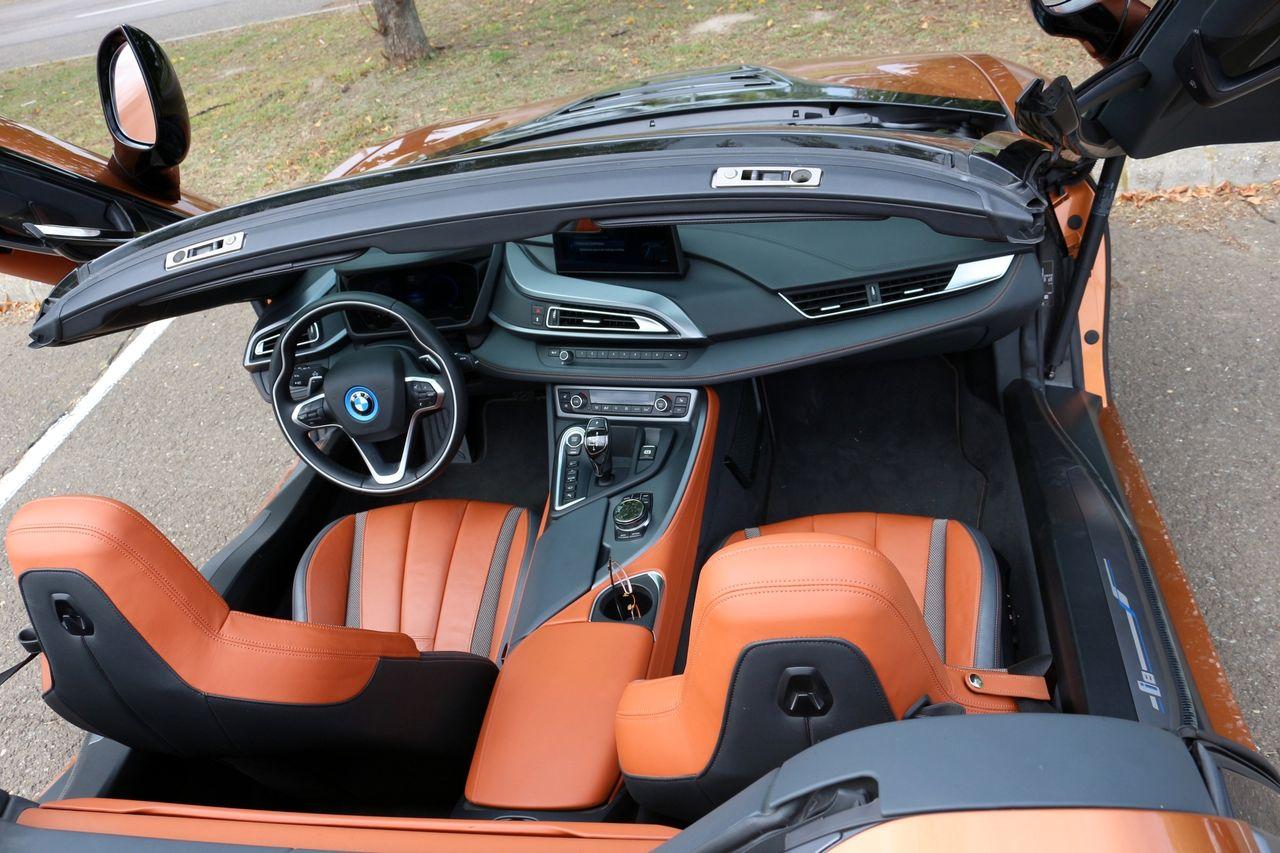 BMW-i8 Roadster belső