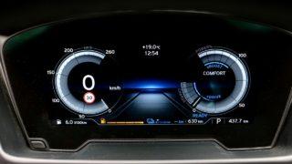 BMW-i8_Roadster műszerfal