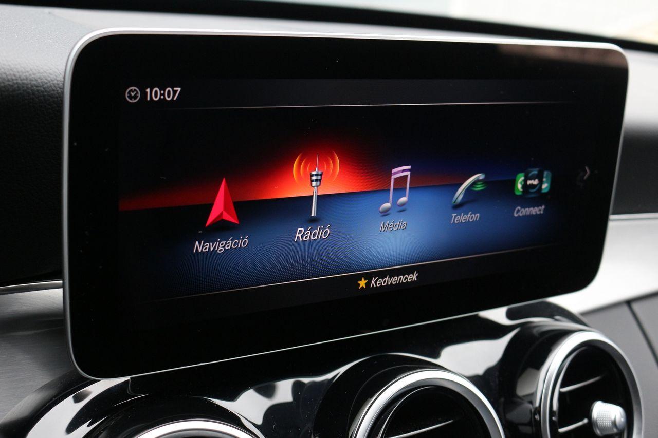 Mercedes-Benz C220d kijelző
