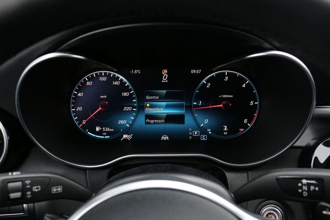 Mercedes-Benz C220d műszerfal