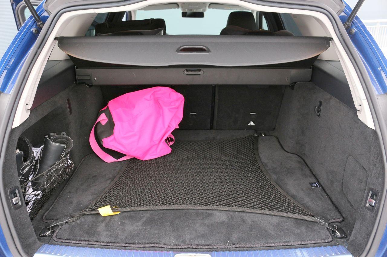 Mercedes-Benz C220d csomagtartó