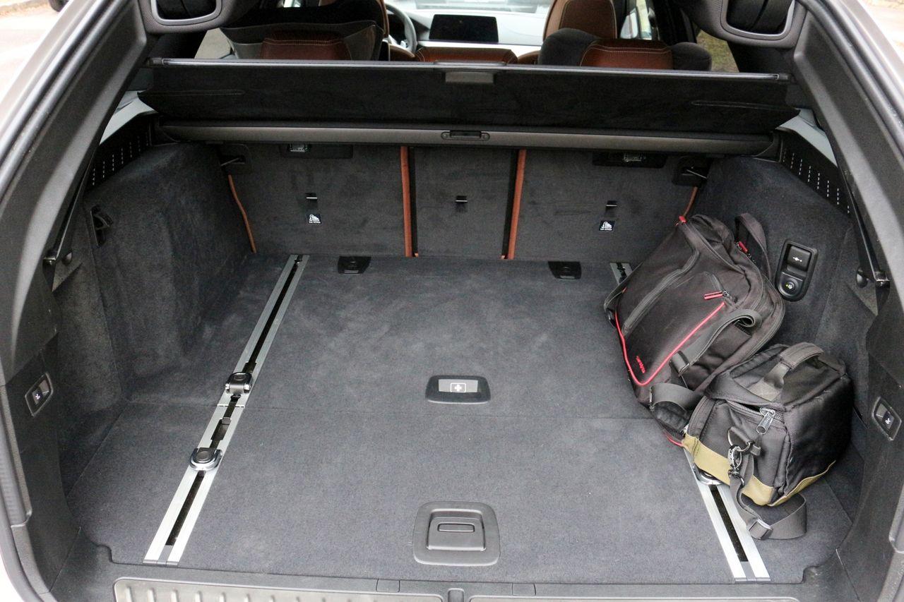 BMW M550d Touring csomagtartó