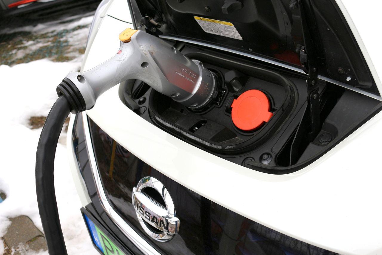 Nissan Leaf töltés