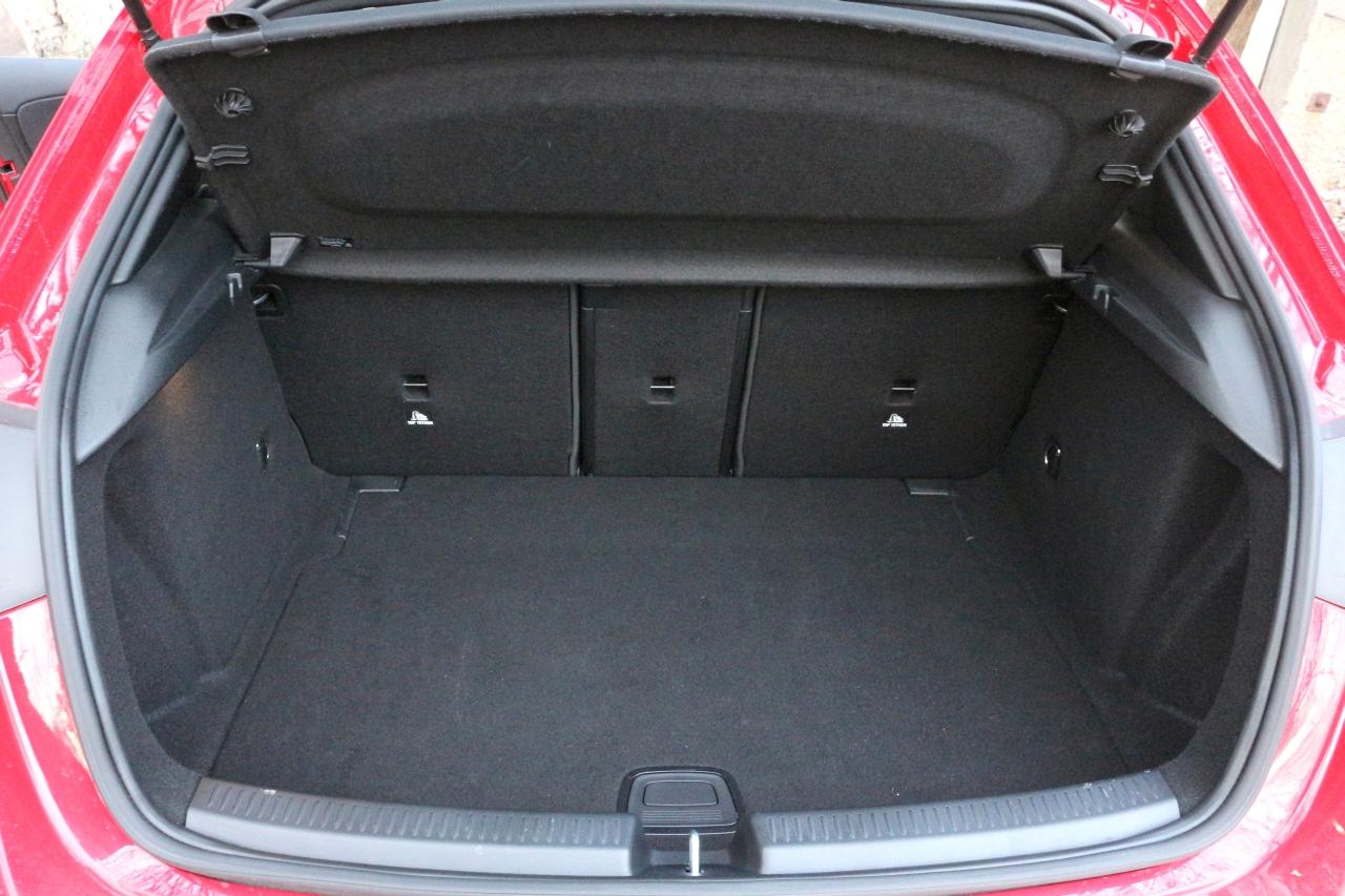 Mercedes A200 csomagtartó