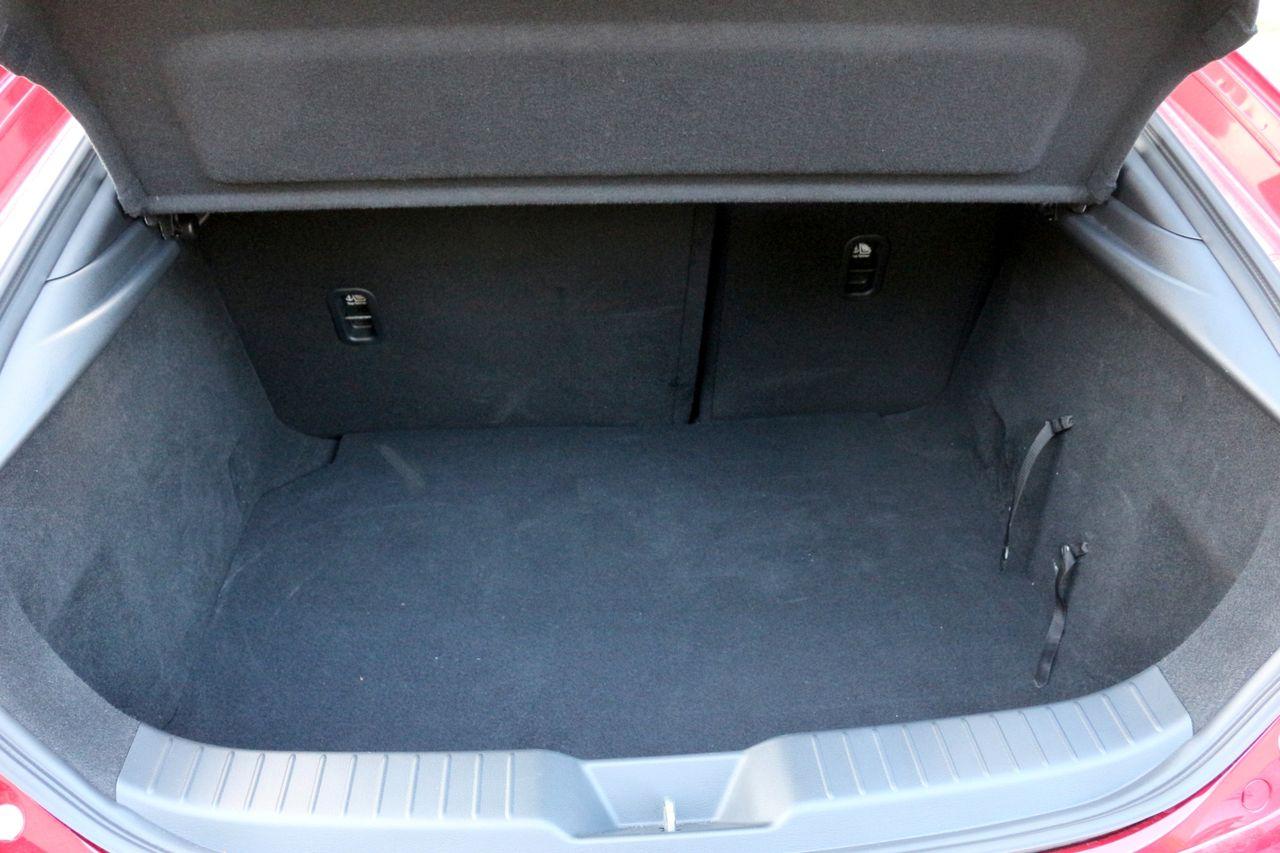 Mazda3 G122 csomagtartó