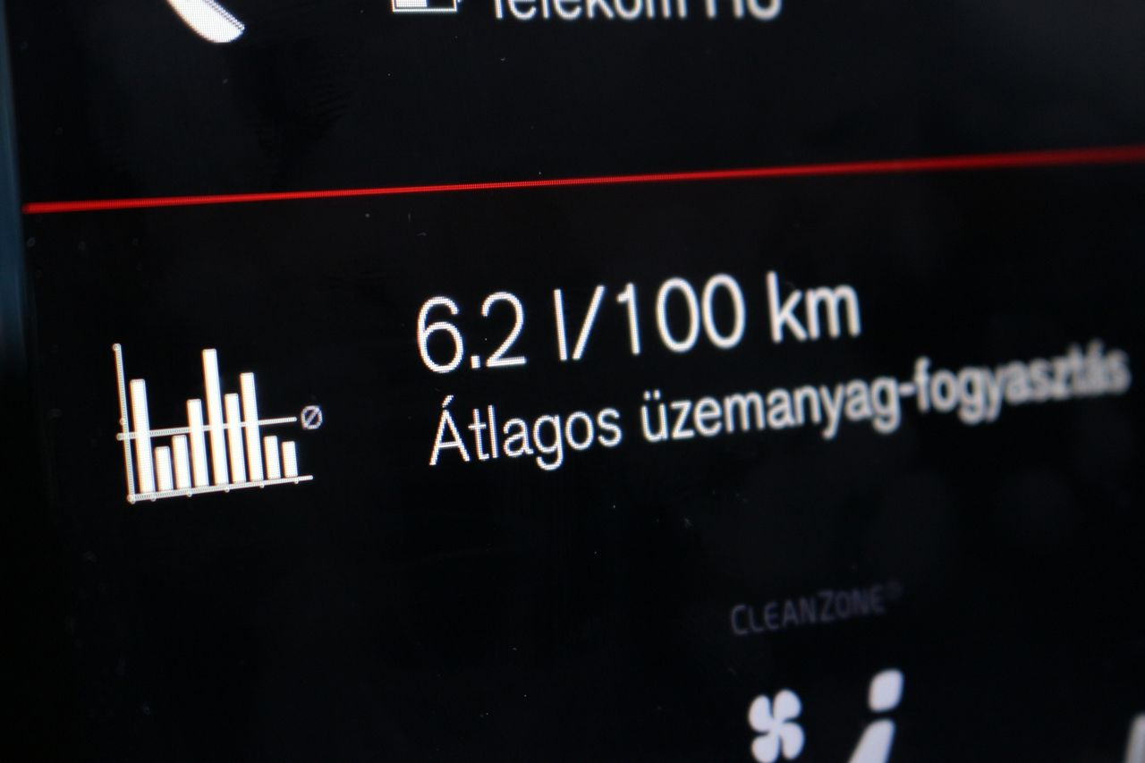 Volvo V60 T8 fogyasztás