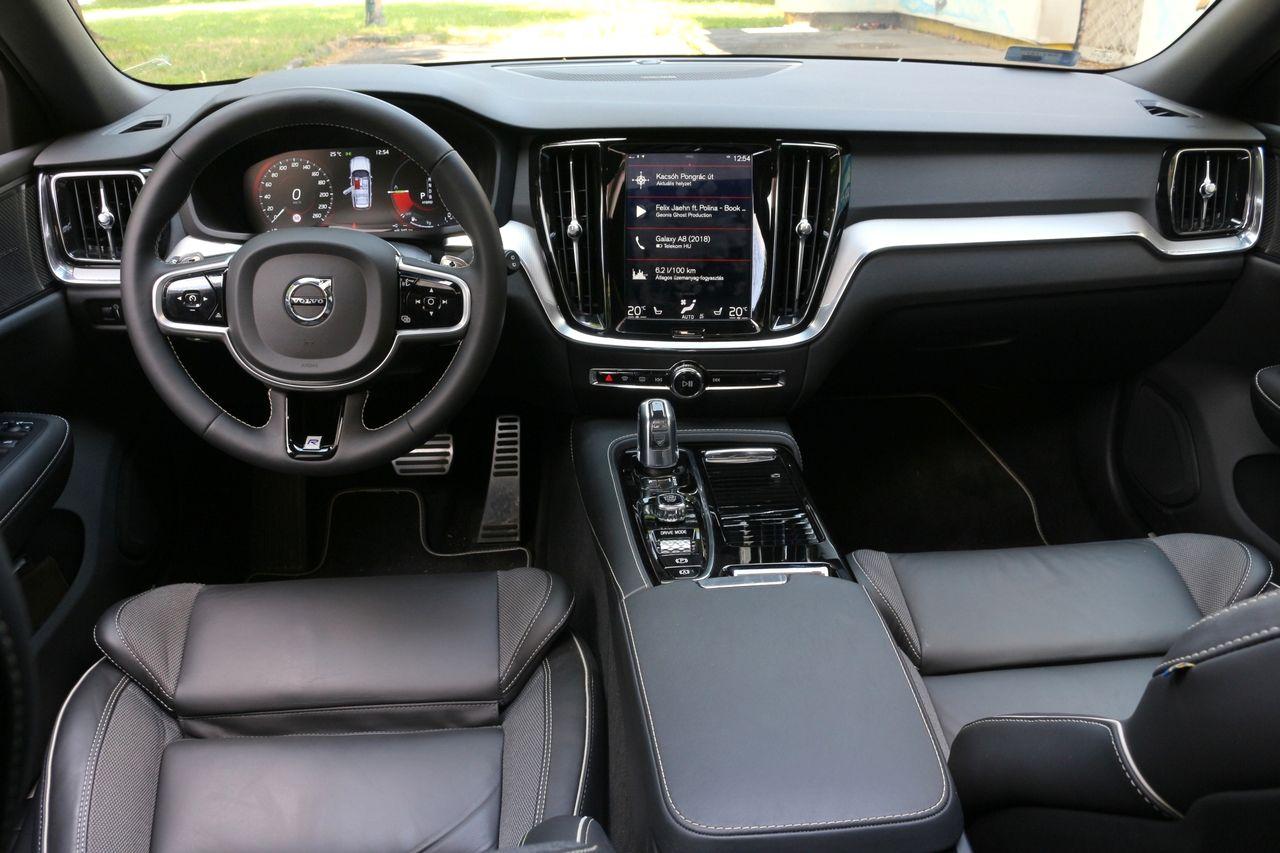 Volvo V60 T8 belső