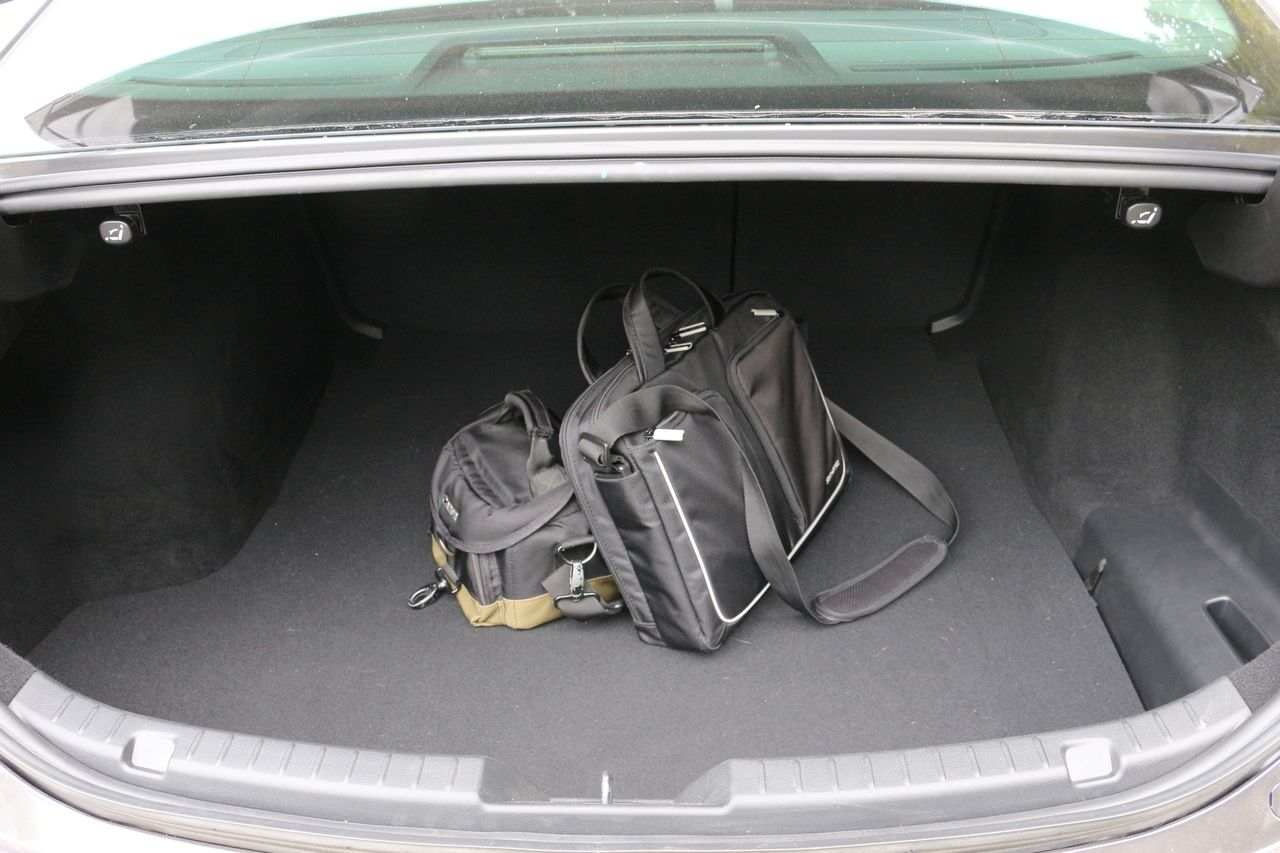 Mazda3 Sedan csomagtartó