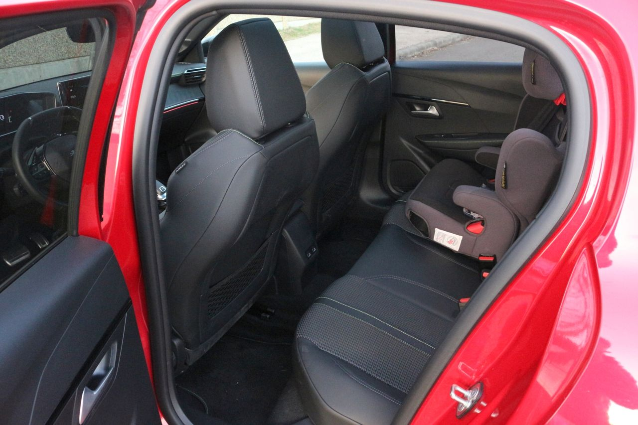 Peugeot 208 GT Line belső