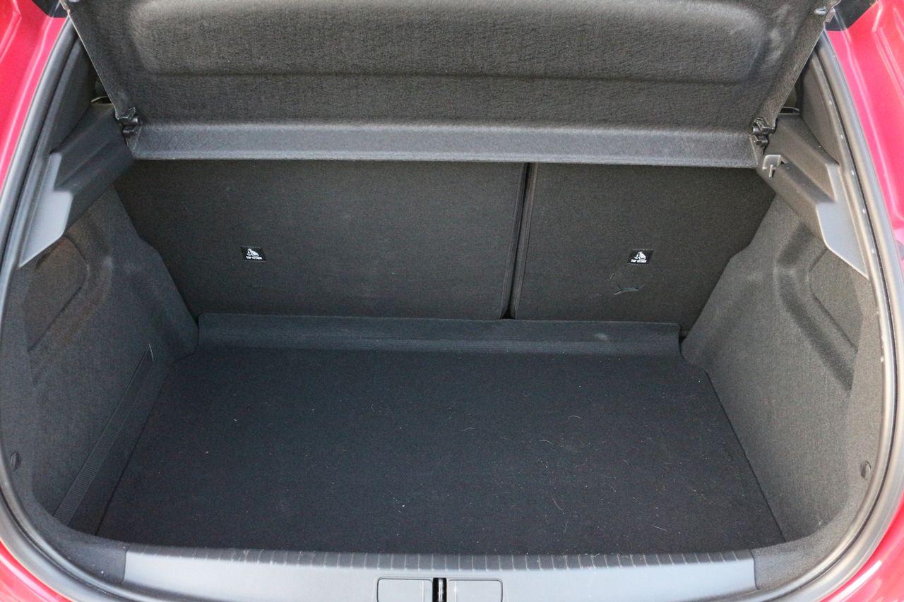 Peugeot 208 GT Line csomagtartó