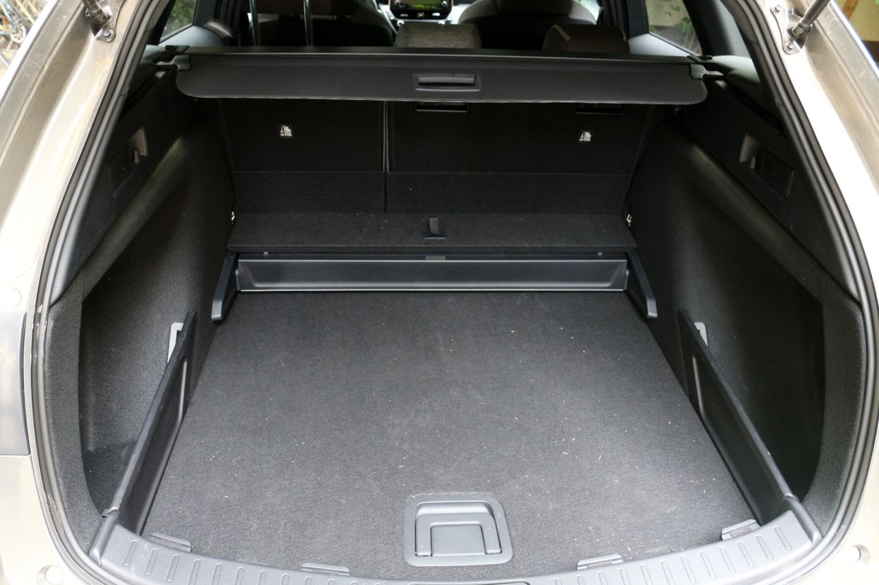 Toyota Corolla Touring Sport csomagtartó