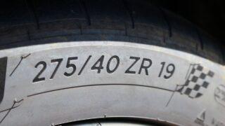 Ford Mustang GT V8 gumi méret