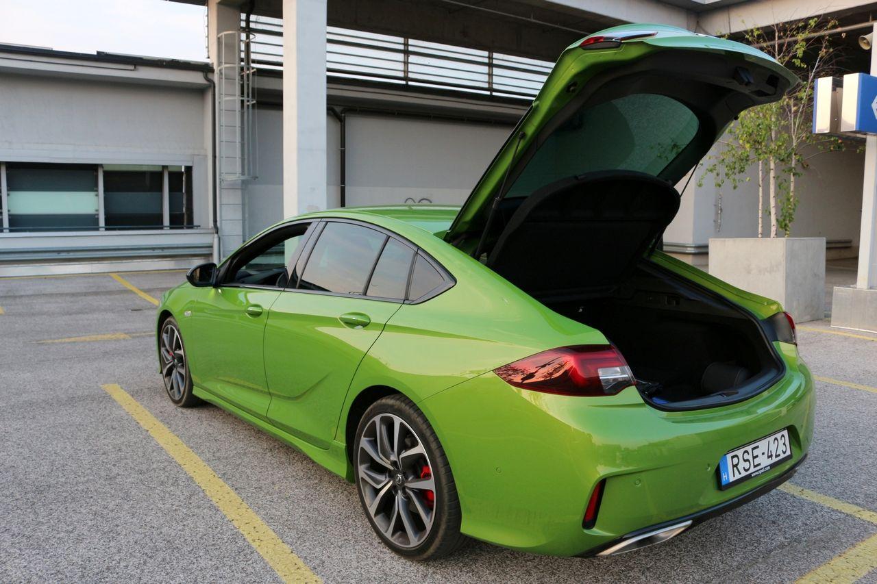 Opel Insignia GSi csomagtartó
