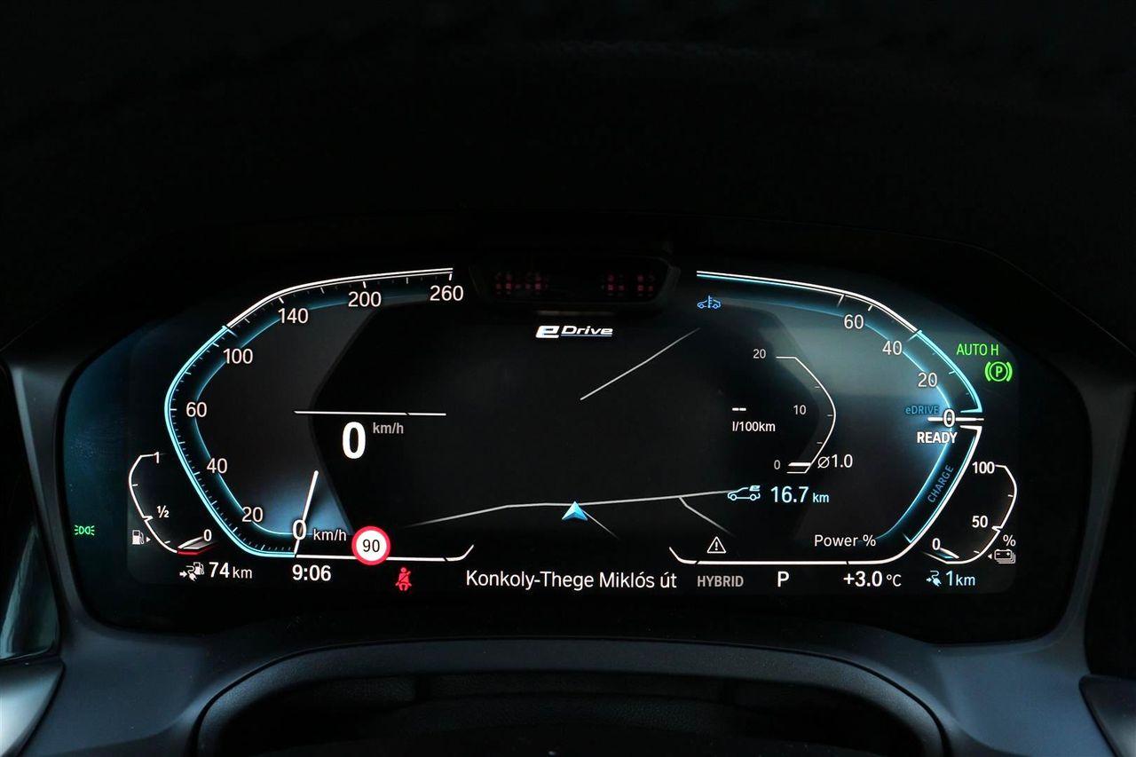 BMW 330E Touring műszerfal