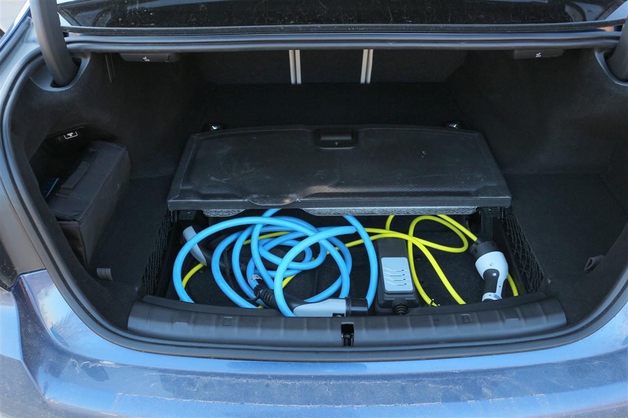 BMW 530e xDrive töltő