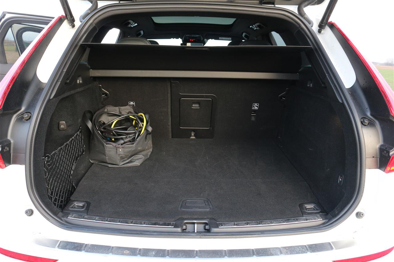 Volvo XC60 Recharge csomagtartó