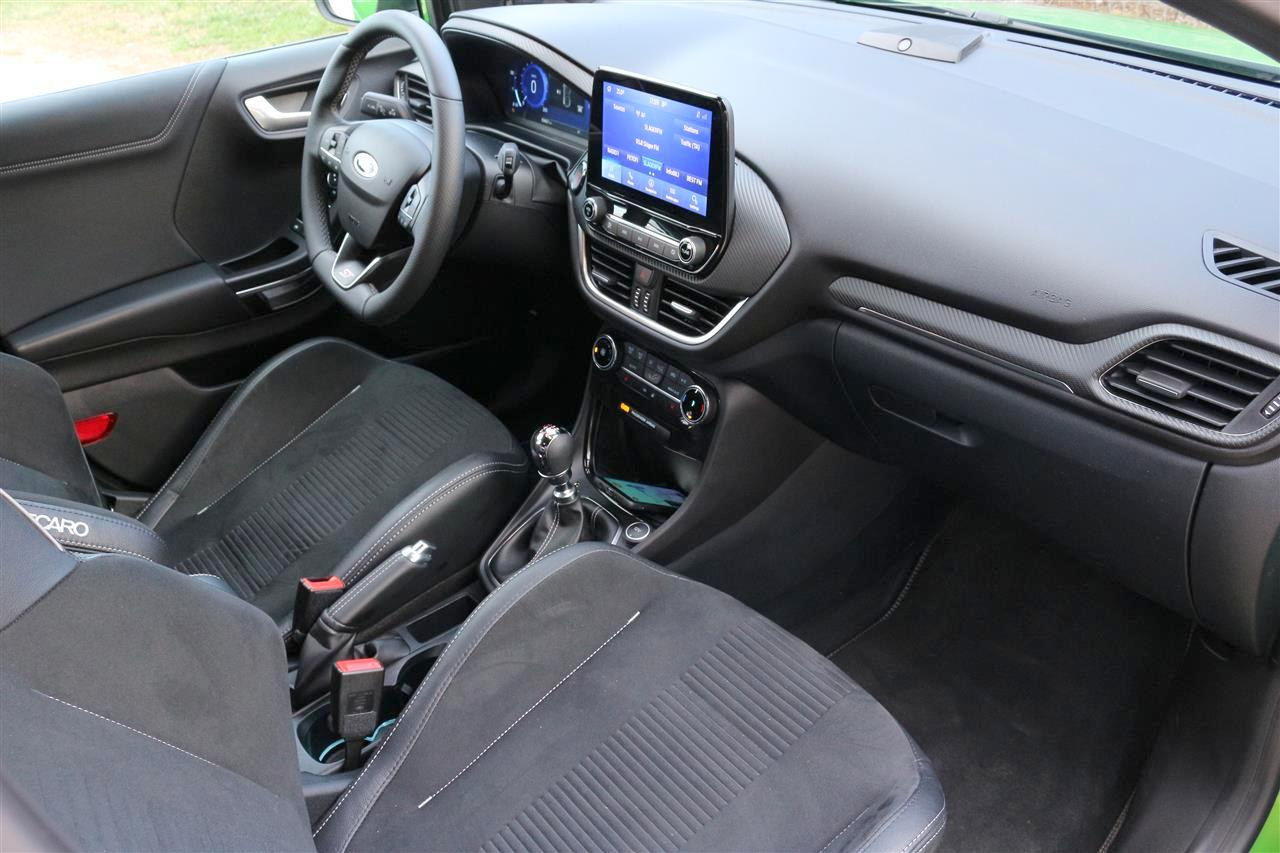 Ford Puma belső